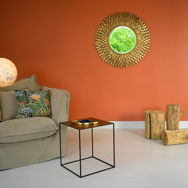 mur orange teracotta et mobilier ethnique